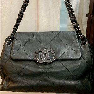 Authentic Chanel Hamptons CC Accordion Flap Bag